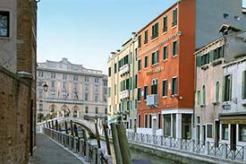 The Three Star Hotel Gardena Red Building In Photo Is On Rio Dei Tolentini A Pretty And Sunny Neighborhood C Near Piazzale Roma